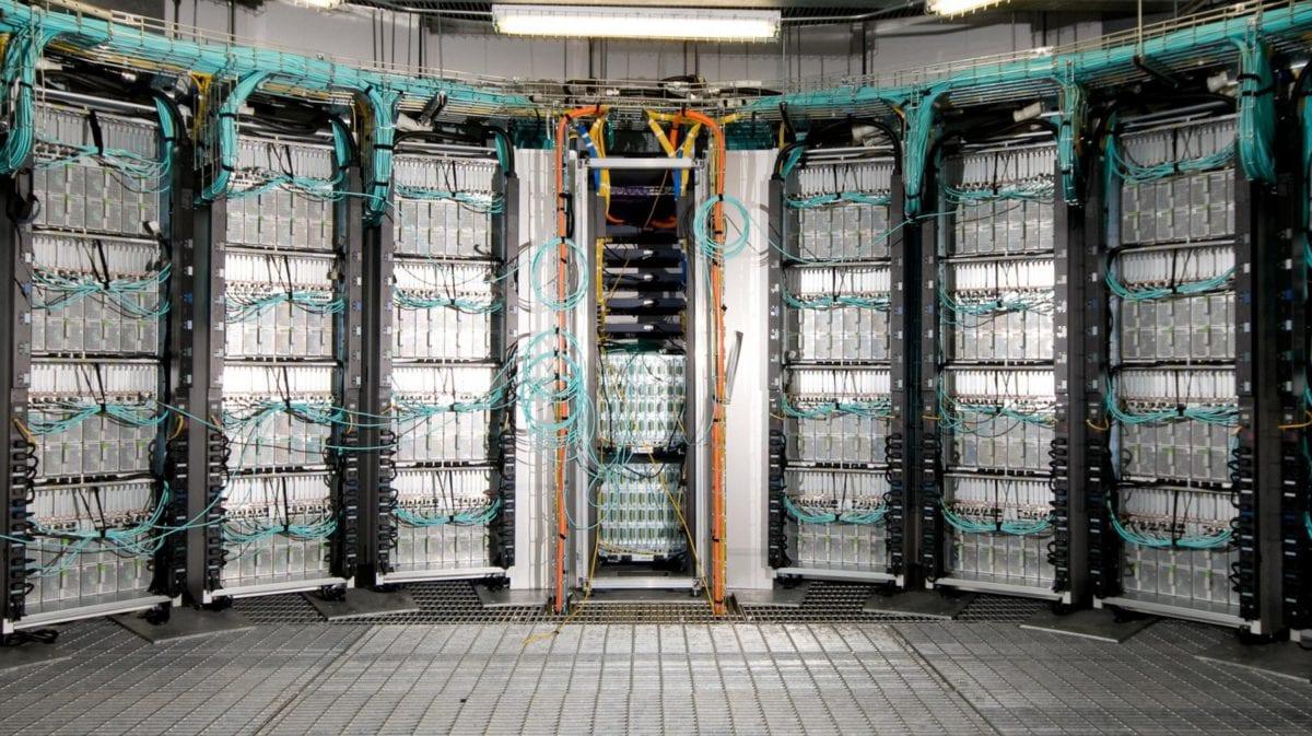 Chambre de serveur © 2012 EPFL